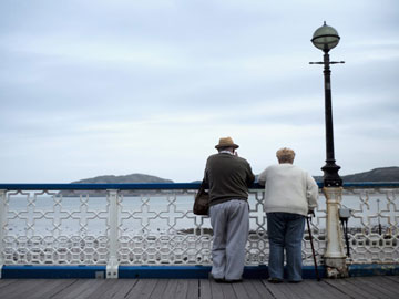 old-couple-by-sea
